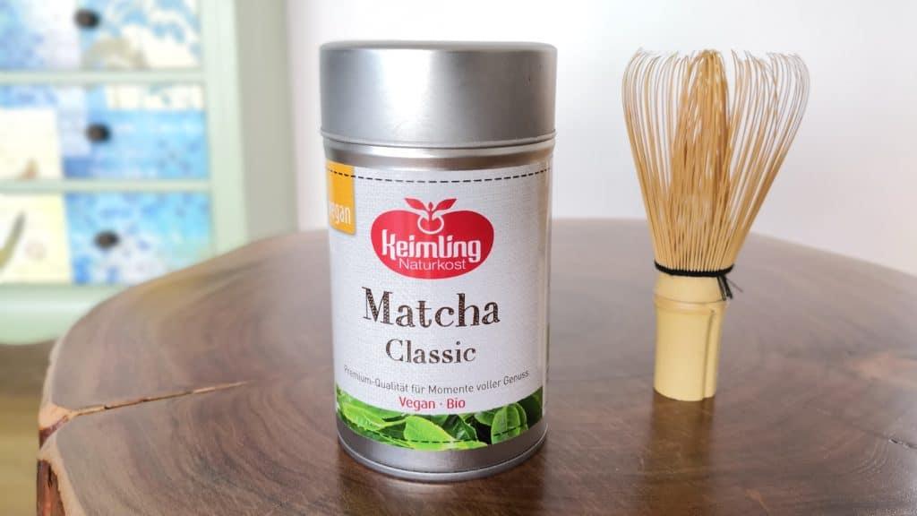 Matcha-Pulver und Chasen