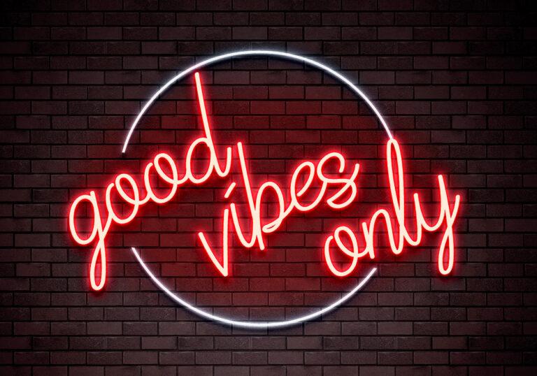 """Positives Denken ist die Philosophie der Heuchelei – """"Bitte lächeln""""."""
